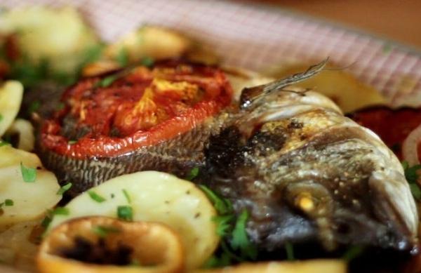 Ципура (Дорада), запеченная в духовке с овощами