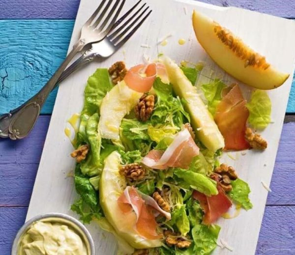салат с дыней и прошутто